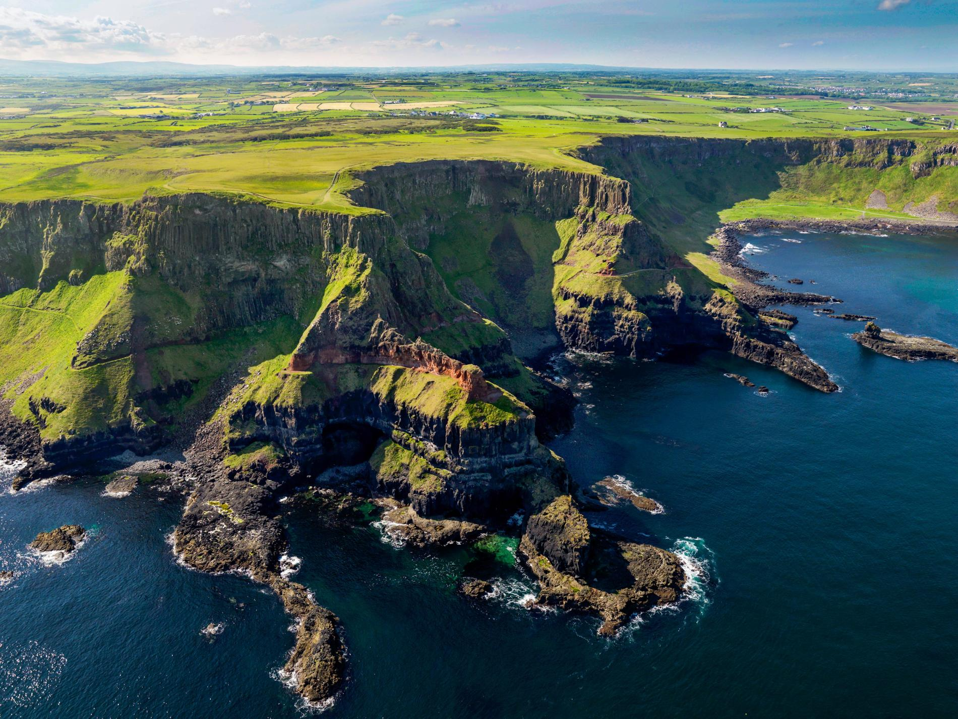 top 5 travel destinations to ireland and hug the nature